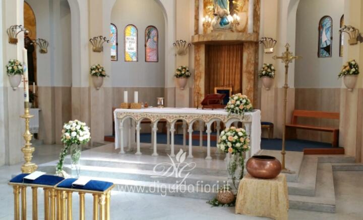 Addobbo floreale per matrimonio – Chiesa della Beata Vergine dell'Immacolata al Vomero