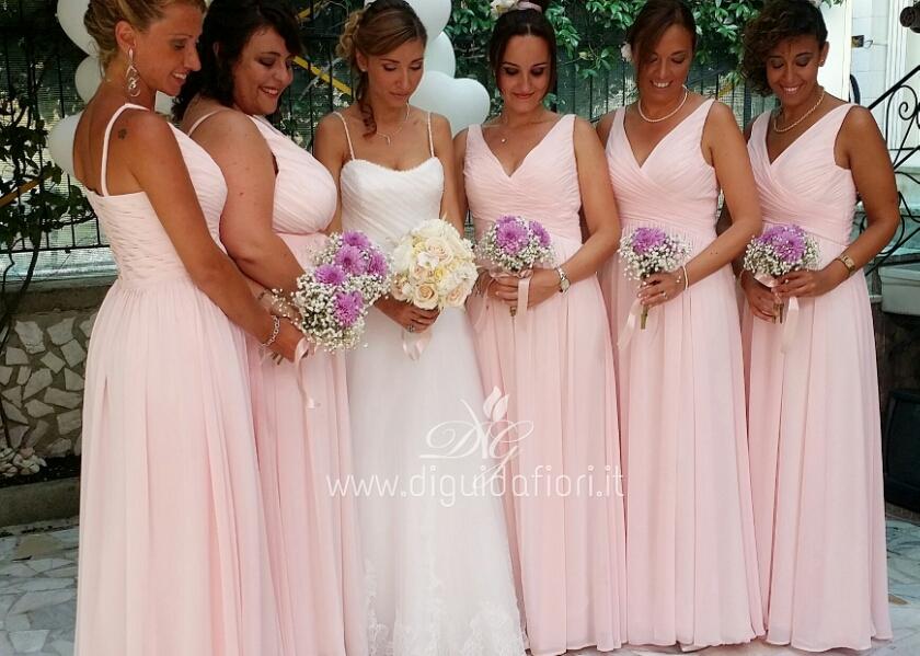 Bouquet Sposa E Damigelle.La Sposa Con Le Damigelle D Onore Fiorista Roberto Di Guida