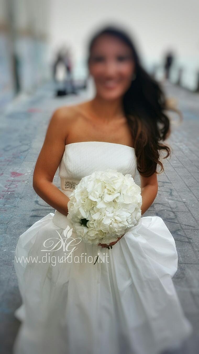 Bouquet da sposa con ortensie bianche tutto per gli for Ortensie bianche