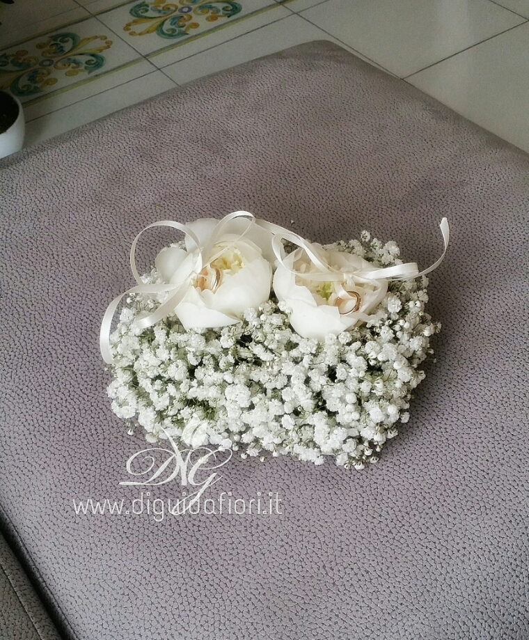 Portafedi floreale – accessori per matrimonio