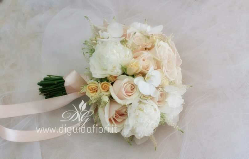 Bouquet da sposa bianco e rosa antico – Accessori eleganti per matrimonio