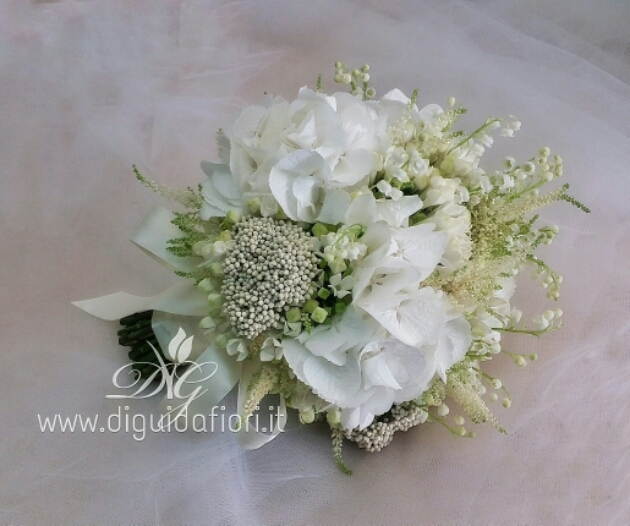 Bouquet da sposa total white – accessori floreali per matrimonio