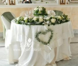 Addobbo floreale per tavolo sposi