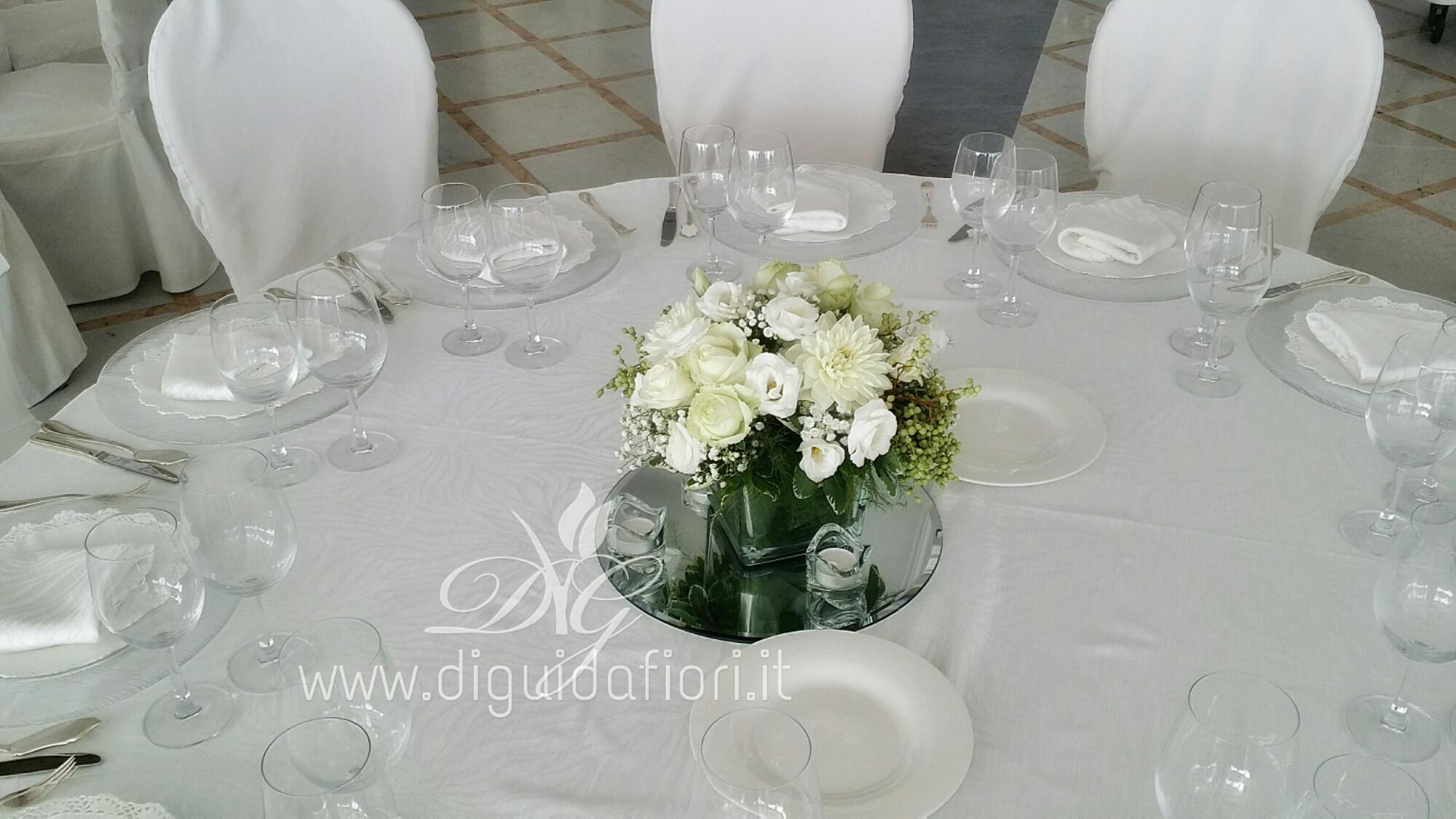 Addobbo floreale per matrimonio villa d 39 angelo santa caterina napoli fiorista roberto di guida - Composizioni floreali per tavoli ...