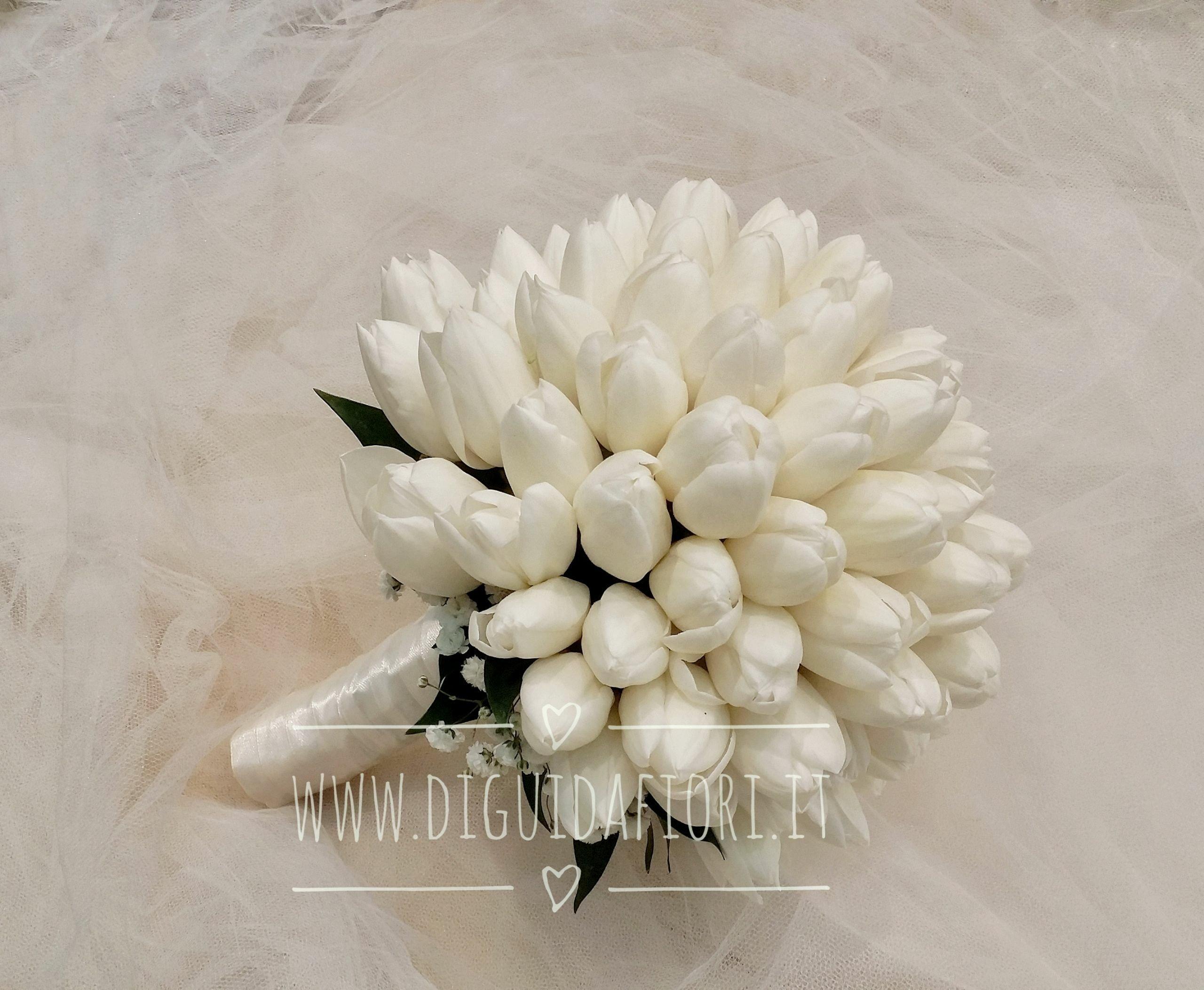 Bouquet da sposa con tulipani bianchi