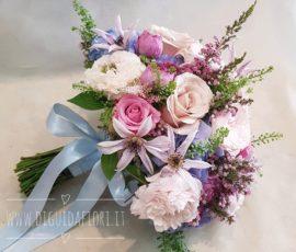 Bouquet da sposa di varie tonalità di colore