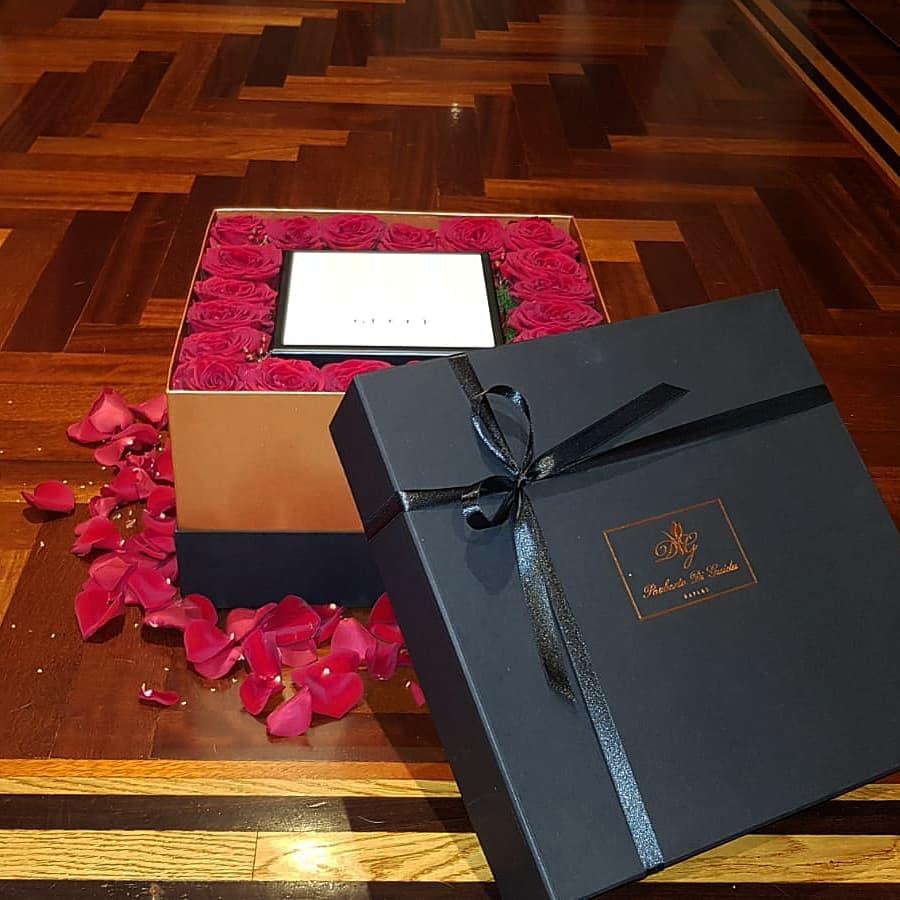 36 rose rosse extra in scatola quadrata nera