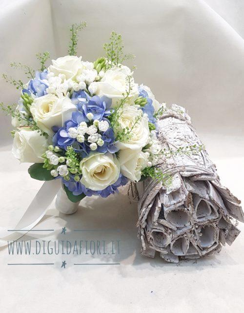 Bouquet Sposa Ortensie.Bouquet Da Sposa Con Rose Bianche E Ortensia Azzurro Polvere